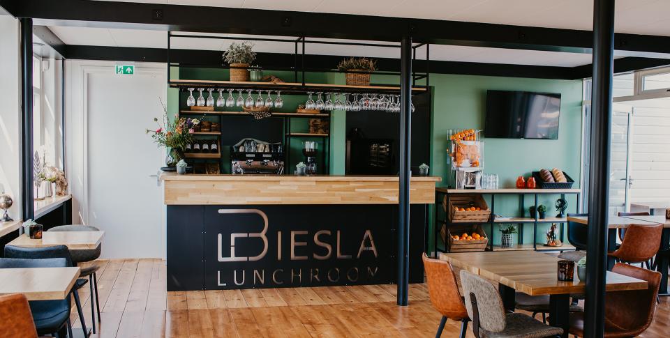 Een heerlijke lunch of gewoon een drankje in onze lunchroom Biesla