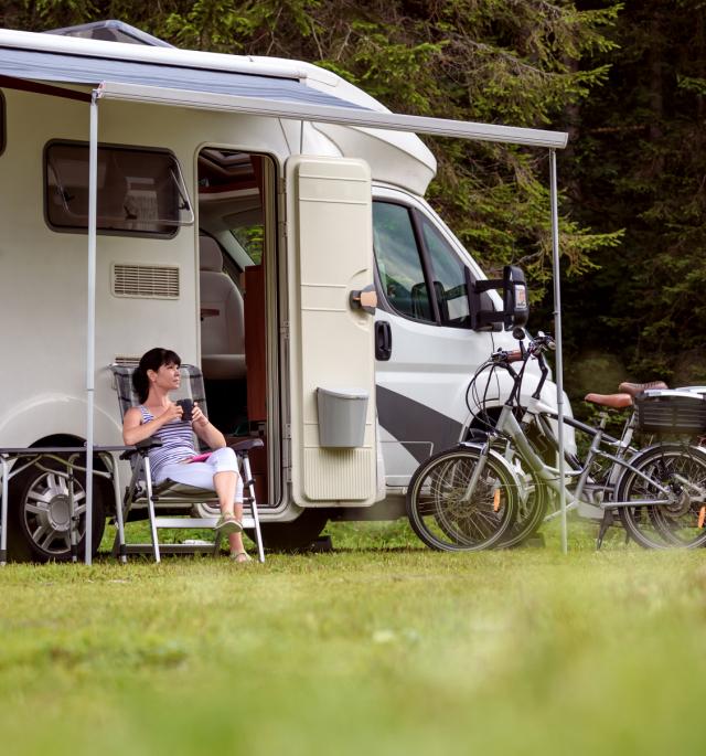 <p>Camperplaatsen <br>12 plaatsen</p>